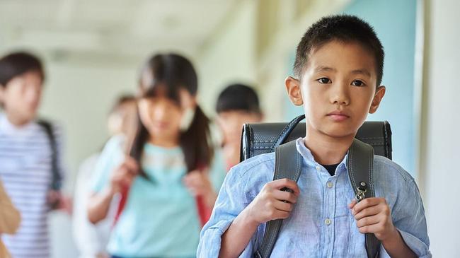 Bài văn nguệch ngoạc, gạch xóa của học sinh lớp 6 kể về kỷ niệm mất giày đầy xúc động, hoàn cảnh éo le khiến ai nấy xót xa - ảnh 2