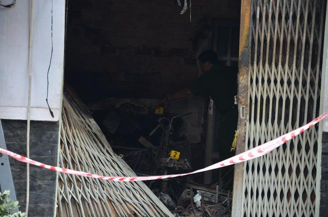 Vụ cháy khiến 2 phụ nữ cùng 1 cháu bé tử vong ở Sài Gòn: Căn nhà bị khoá trong bằng 3-4 ổ khoá - Ảnh 2.
