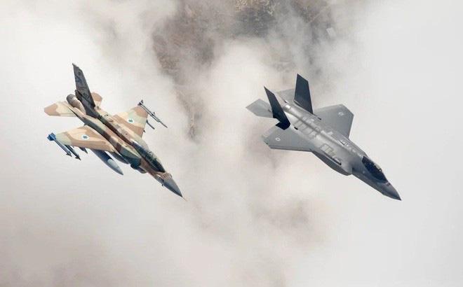 Hình ảnh sát thủ phòng không tầm trung Buk-M2E của Syria bị tấn công phá hủy - Ảnh 2.