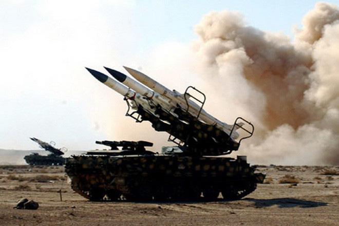 Hình ảnh sát thủ phòng không tầm trung Buk-M2E của Syria bị tấn công phá hủy - Ảnh 15.
