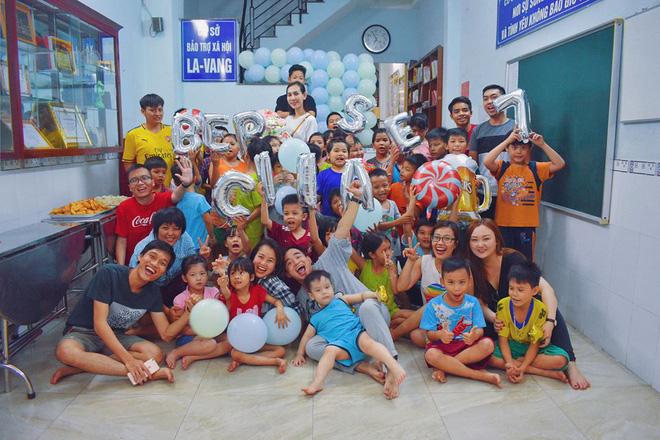 Gặp thầy giáo tiếng Anh đứng sau những bữa ăn miễn phí cho trẻ em nghèo ở Sài Gòn: Làm từ thiện cũng như làm dâu trăm họ - Ảnh 4.