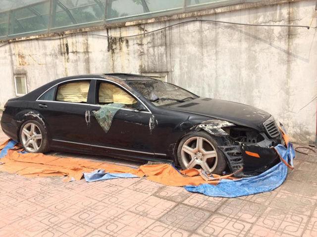Xót xa nhìn loạt xe Mercedes-Benz đắt đỏ bị vứt xó ở Hà Nội - Ảnh 5.