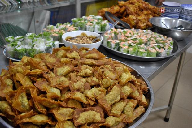 Gặp thầy giáo tiếng Anh đứng sau những bữa ăn miễn phí cho trẻ em nghèo ở Sài Gòn: Làm từ thiện cũng như làm dâu trăm họ - Ảnh 7.