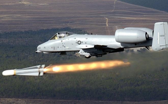F-35 đắt đỏ nhưng vô dụng, Quân đội Mỹ đang muốn níu kéo cường kích A-10 ở lại? - Ảnh 1.