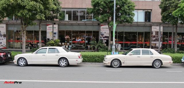 Dàn xe siêu sang trị giá gần 100 tỷ đồng tụ họp trước showroom của bạn thân ông trùm chân dài Vũ Khắc Tiệp - Ảnh 1.