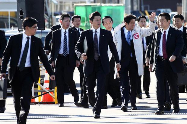 Người Nhật và cơn ám ảnh về... lông mũi: Là đàn ông đích thực, lông mũi phải cắt mỗi tuần - Ảnh 1.