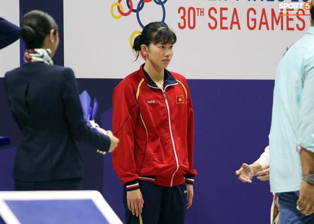 Mặt buồn xo nhận HCV thứ 5 tại SEA Games 2019, Ánh Viên bị nhắc nhở - Ảnh 4.