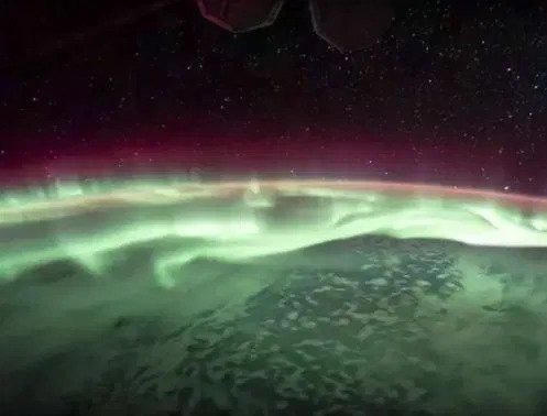 Kinh ngạc hình ảnh siêu bão, núi lửa phun trào nhìn từ Trạm Vũ trụ Quốc tế - Ảnh 2.