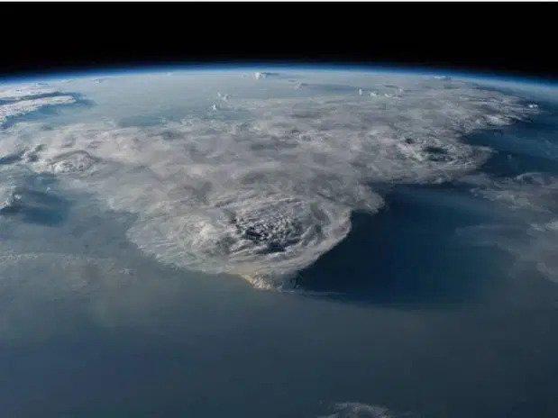Kinh ngạc hình ảnh siêu bão, núi lửa phun trào nhìn từ Trạm Vũ trụ Quốc tế - Ảnh 5.