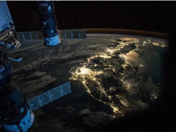 Kinh ngạc hình ảnh siêu bão, núi lửa phun trào nhìn từ Trạm Vũ trụ Quốc tế - Ảnh 7.