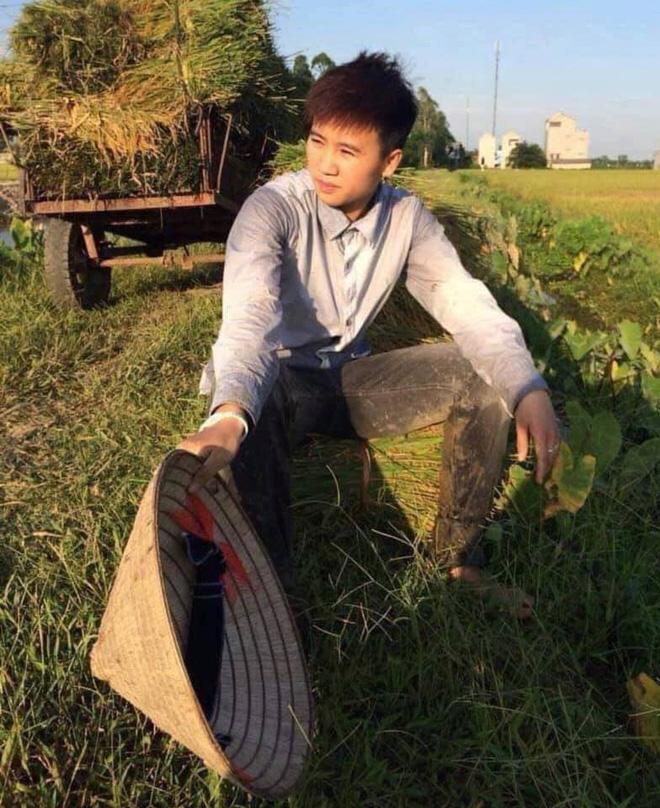 Nữ tuyển thủ Việt Nam từng ra đồng gặt lúa, hot girl sân cỏ thì làm shipper trước khi vô địch SEA Games 30 - Ảnh 1.