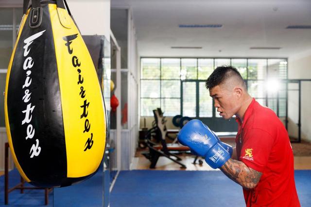 Trút mưa đòn vào đối thủ Thái Lan, võ sĩ Việt Nam vẫn bị xử thua và trượt HCV - Ảnh 1.