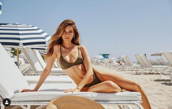 Siêu mẫu Cassie Amato thả dáng quyến rũ mê hồn trên biển - Ảnh 12.