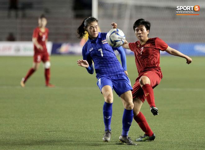 Nữ tuyển thủ Việt Nam từng ra đồng gặt lúa, hot girl sân cỏ thì làm shipper trước khi vô địch SEA Games 30 - Ảnh 4.