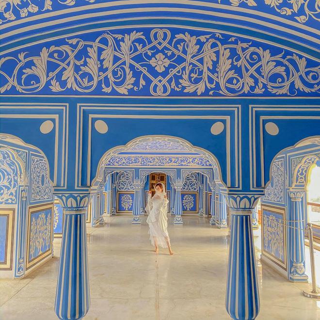 Vợ chồng đại gia Minh Nhựa lặn lội sang Ấn Độ chụp ảnh 8 năm ngày cưới nhưng lại bị đôi giày quá cỡ của Mina giật hết spotlight - Ảnh 6.