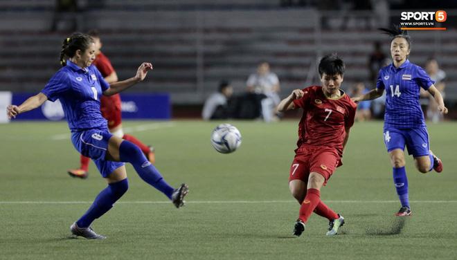 Nữ tuyển thủ Việt Nam từng ra đồng gặt lúa, hot girl sân cỏ thì làm shipper trước khi vô địch SEA Games 30 - Ảnh 6.