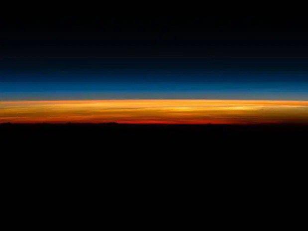Kinh ngạc hình ảnh siêu bão, núi lửa phun trào nhìn từ Trạm Vũ trụ Quốc tế - Ảnh 8.