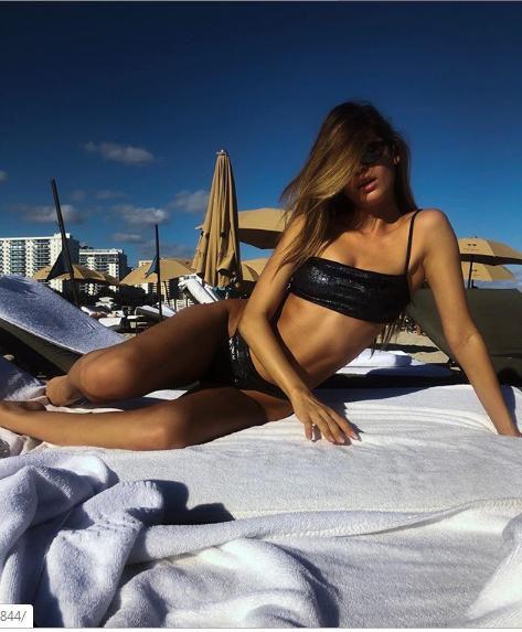 Siêu mẫu Cassie Amato thả dáng quyến rũ mê hồn trên biển - Ảnh 10.