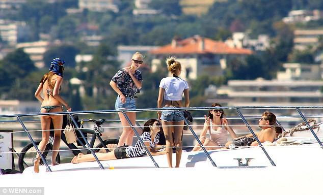 Leonardo DiCaprio ở tuổi 44: Sở hữu tài sản gần 6000 tỷ, hẹn hò bạn gái đáng tuổi cháu - Ảnh 4.