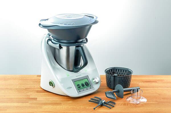 Ăn Tết kiểu rich kid - có hẳn robot nấu luôn cả mâm cỗ xôi gà, canh măng thịnh soạn - Ảnh 1.