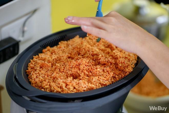 Ăn Tết kiểu rich kid - có hẳn robot nấu luôn cả mâm cỗ xôi gà, canh măng thịnh soạn - Ảnh 12.