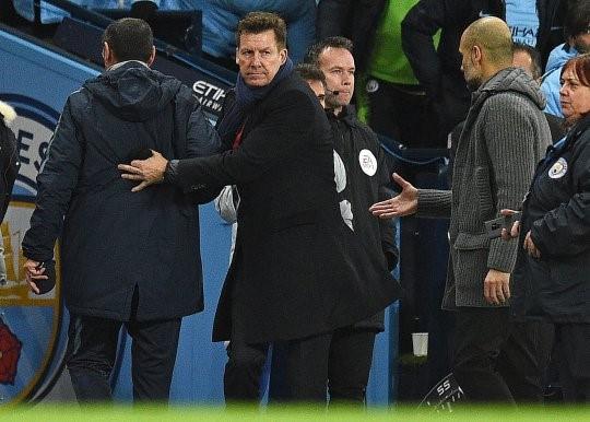 Thua thảm, HLV Chelsea phớt lờ cái bắt tay của HLV Man City - Ảnh 1.