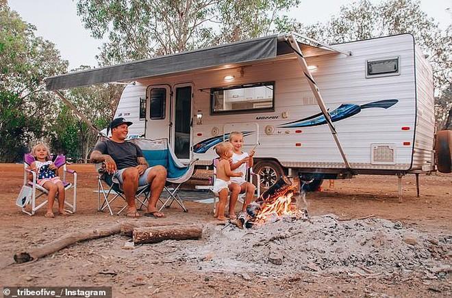 Đời không là mơ: Gia đình Úc vật lộn trở về cuộc sống thực sau 1 năm rong ruổi khắp nước trên xe tải - Ảnh 2.