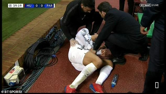 Bị fan MU ngược đãi và bị đội trưởng MU chơi xấu, ngôi sao PSG đáp trả bằng 2 pha kiến tạo đẳng cấp - Ảnh 2.