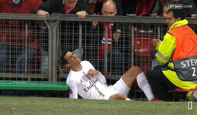 Bị fan MU ngược đãi và bị đội trưởng MU chơi xấu, ngôi sao PSG đáp trả bằng 2 pha kiến tạo đẳng cấp - Ảnh 3.