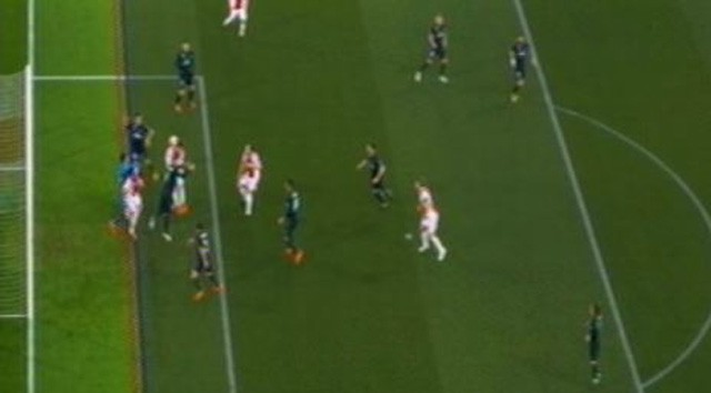 Được VAR giúp sức, Real giành chiến thắng quan trọng tại Champions League - Ảnh 2.
