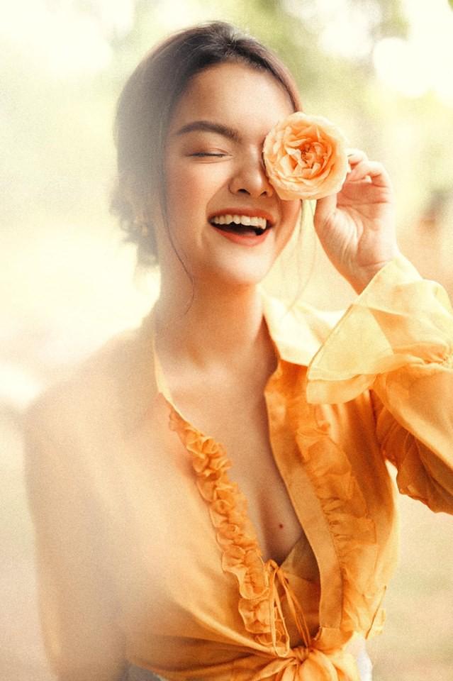 Sau ly hôn, Phạm Quỳnh Anh ngày càng đẹp và gợi cảm - Ảnh 4.