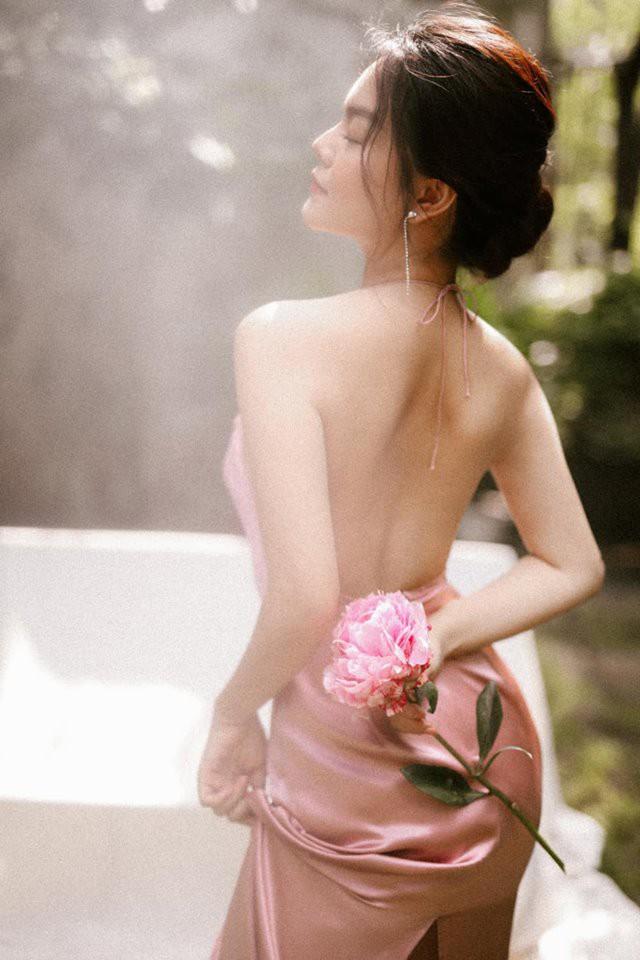 Sau ly hôn, Phạm Quỳnh Anh ngày càng đẹp và gợi cảm - Ảnh 2.