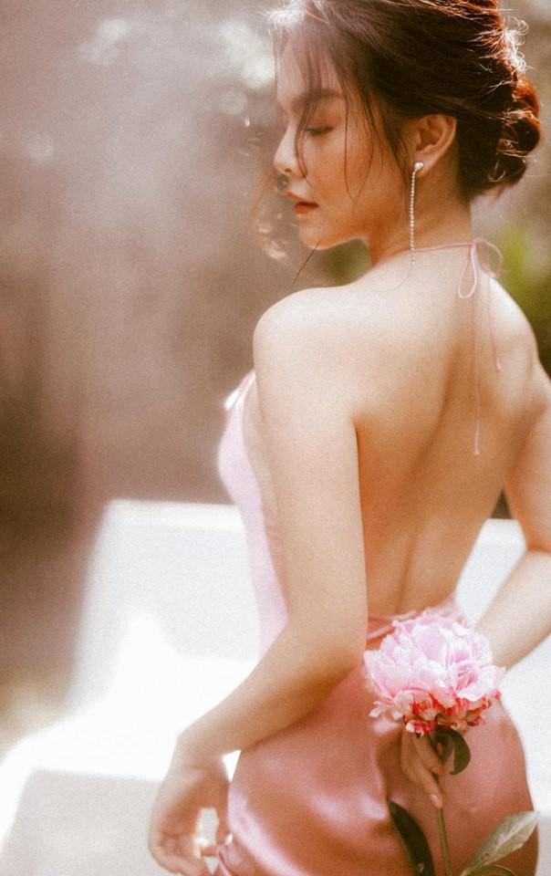Sau ly hôn, Phạm Quỳnh Anh ngày càng đẹp và gợi cảm - Ảnh 1.
