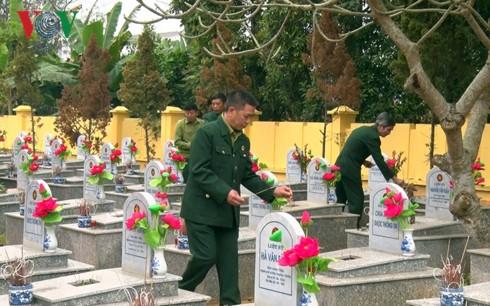 Dâng hương tưởng niệm các liệt sỹ bảo vệ biên giới phía Bắc - Ảnh 1.