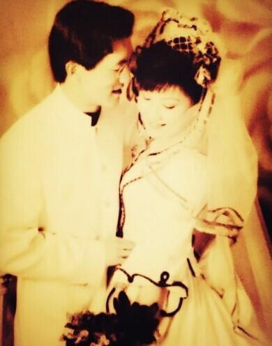 Tình yêu từ cái nhìn đầu tiên của vợ chồng MC nổi tiếng Trung Quốc: 30 năm trôi qua, chàng trai năm 18 tuổi vẫn luôn ở đó - Ảnh 6.