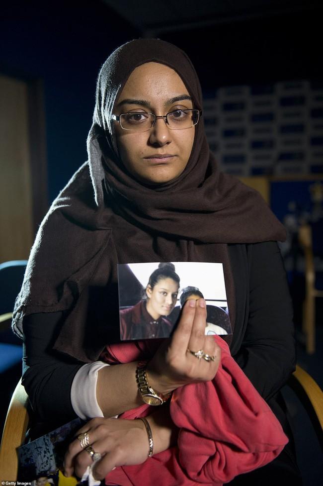 Bỏ nhà theo khủng bố IS, nữ sinh 19 tuổi người Anh mong hồi hương để sinh con, nói một câu khiến ai cũng ám ảnh - Ảnh 3.