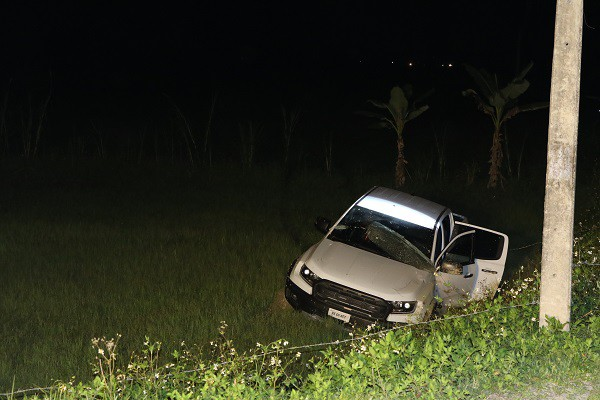 Vụ vây bắt nhóm cố thủ trên ôtô: Tìm thấy lựu đạn, súng ngắn - Ảnh 15.