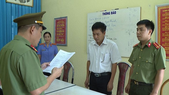 Vụ gian lận điểm thi Sơn La: Cựu trung tá công an đã mở khóa phòng để sửa điểm bài thi - Ảnh 1.