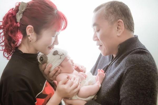 Bố bị bệnh, mẹ gửi con nhờ bà ngoại trông hộ 5 ngày, đến khi đón về mới ngỡ ngàng trước vẻ ngoài khác lạ của đứa trẻ - Ảnh 4.