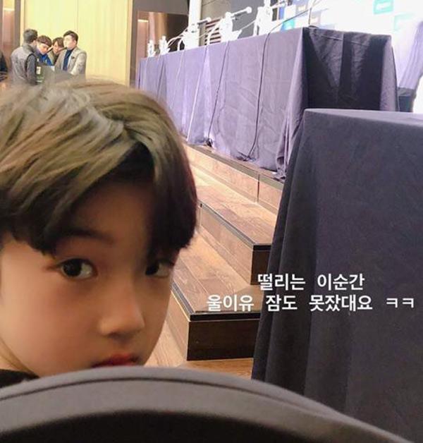 Cậu bé đẹp trai gây chú ý vì tặng hoa cho Công Phượng, thân thiết bên HLV Park Hang-seo, biết danh tính mới thật bất ngờ - Ảnh 5.