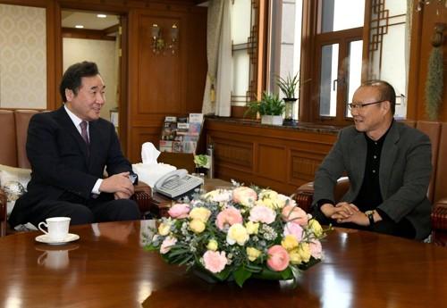 Thủ tướng Hàn Quốc: HLV Park Hang Seo là cầu nối mạnh nhất tới Việt Nam - Ảnh 1.