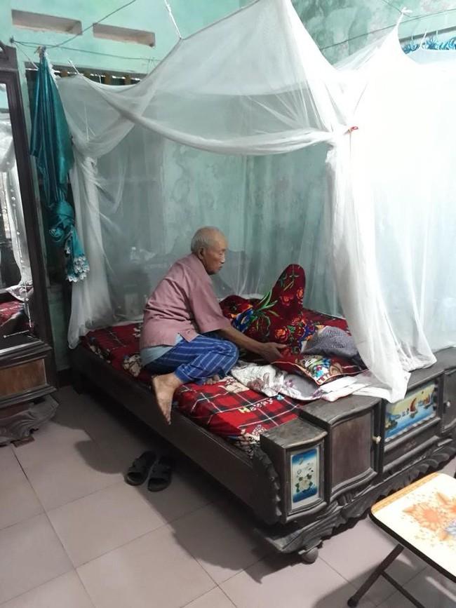 Khi bội thực với những vụ ngoại tình, hình ảnh cụ ông ngồi khóc bên vợ đang hấp hối sẽ giúp bạn thêm tin vào tình yêu - Ảnh 1.