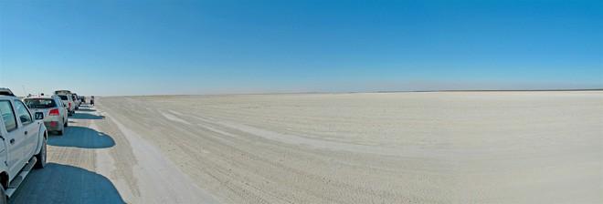 Choáng với sự sống đẹp huy hoàng tại chảo muối được mệnh danh là Vùng đất chết - Ảnh 12.