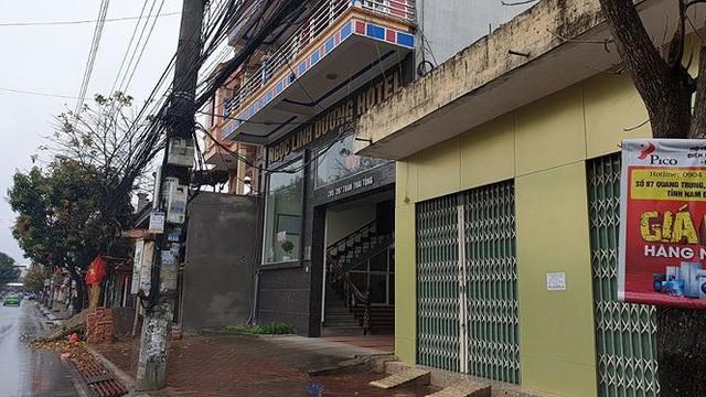 Lễ hội Đền Trần: Khách sạn, nhà nghỉ cháy phòng, tăng giá chóng mặt - Ảnh 3.