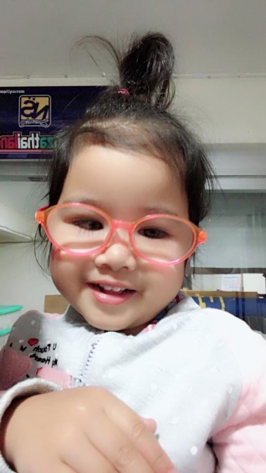 Con gái mới 4 tuổi đã bị mất thị lực suýt mù mắt, ông bố khẩn thiết cảnh báo khiến nhiều phụ huynh giật mình thon thót - Ảnh 2.