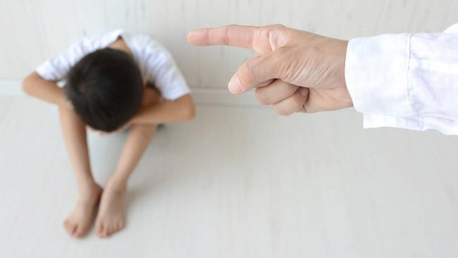 8 câu nói tưởng vô tình mà lại khiến con bị tổn thương lòng tự trọng vô cùng, cha mẹ tuyệt đối nên tránh - Ảnh 1.