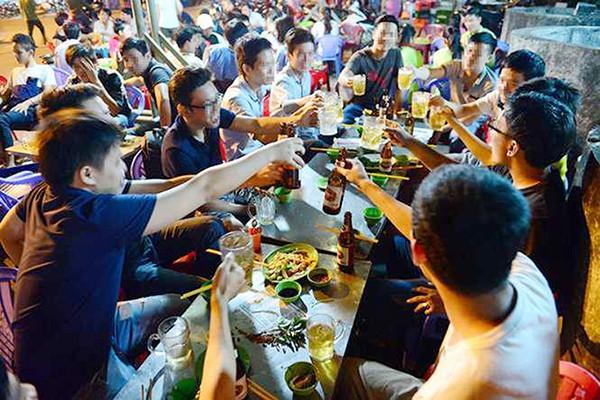 Cách từ chối chén rượu ép tinh tế trên bàn nhậu ngày đầu năm mới  - Ảnh 1.