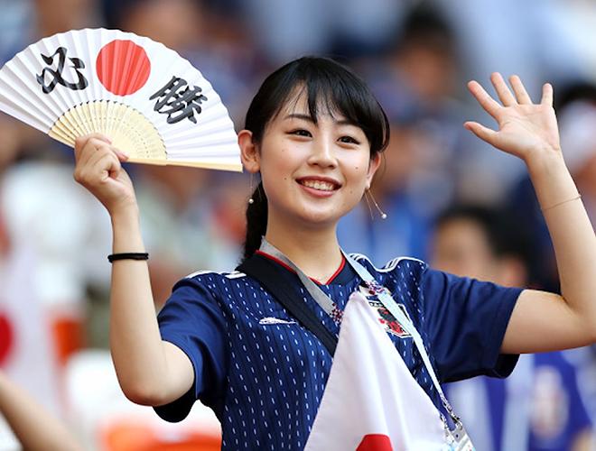 Nữ CĐV từng khiến bạn bè quốc tế ngây ngất vì vẻ đẹp ngây thơ thất thần nhìn Nhật Bản phơi áo trước Qatar - Ảnh 2.