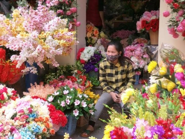 Tiểu thương chợ hoa lâu đời nhất Hà Nội ngao ngán vì ế ẩm - Ảnh 3.