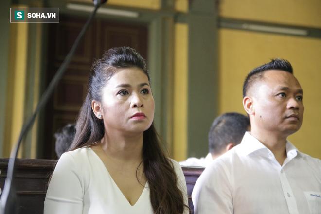 [ẢNH] Khoảnh khắc căng thẳng trong phiên xử ly hôn vợ chồng ông chủ cà phê Trung Nguyên - Ảnh 5.